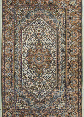 Floral Design Wool Silk Coffee Table Rug