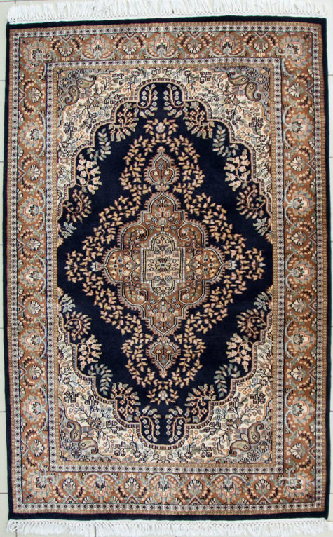 Pure wool coffee table rug size 6 by 4