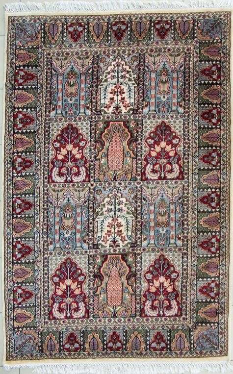 Geometric design coffee table rug